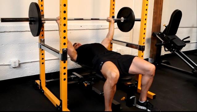 チェストプレス100kgできるとベンチプレス100kg